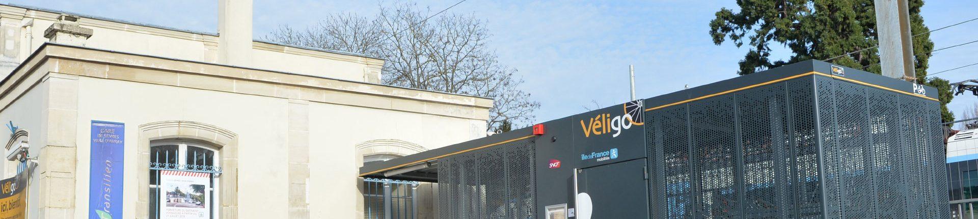 Un abri Véligo gare de Sèvres-Ville-d'Avray