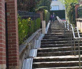 Escaliers équipés de goulottes